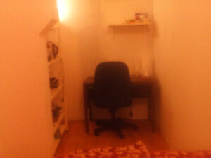 bedroom in 5 1/2 325$ all include include high speed internet.,e