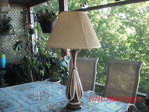 VINTAGE '70 'S TABLE LAMP