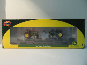 Athearn HO Scale John Deere Tractor on CNW Chicago Northwestern