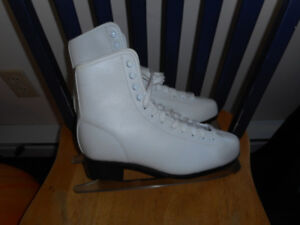 ladies skates in very good condition size 10