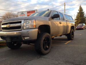 """2008 Chevy 1500 lifted 6"""" LOOKIN TO TRADE"""