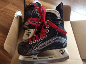youth skates-size 10D -Bauer x500