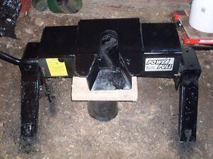 Attache pour fifth wheel amovible, peu utilisée!