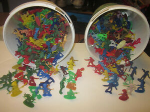 Plastic Cowboys and Indians, hundreds, with wagons, cannons
