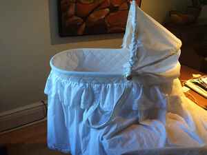 Baby bassinet - great condition