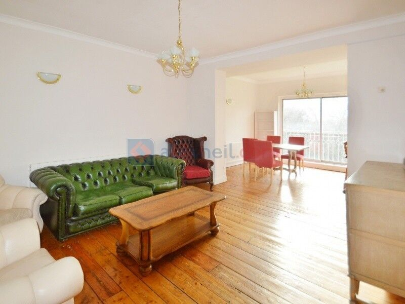 2 bedroom flat in Shooters Hill Road, Blackheath SE3