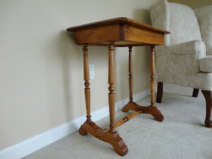 Vintage Solid 100% Country Wood End Table - In Excellent shape Kitchener / Waterloo Kitchener Area image 2