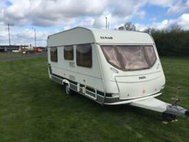 (11) LUNAR CHATEAU 470, 2004YR, 4 BERTH, FIXED BED, SINGLE AXLE, LIGHT WEIGHT