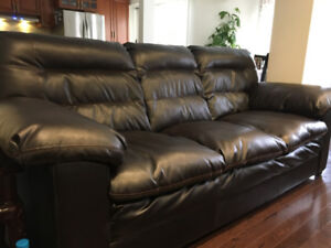Comfortable couch in excellent condition!