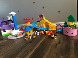 Lot of Fisher Price Little People Playsets & Figurines