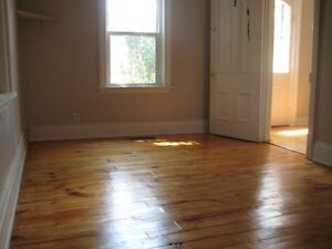 6 BDRM DOWNTOWN STUDENT HOUSE - $425 - ALL INCLUSIVE Peterborough Peterborough Area image 4