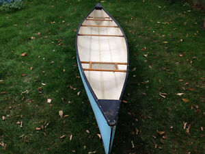 16 ft york river canoe with paddles and lifejackets