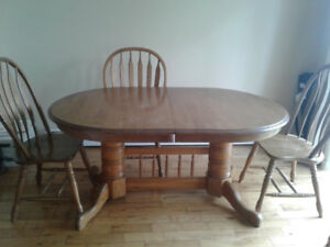 Beautiful Table & 4 chairs for sale