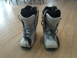 Women's snowboard, boots (size 7) bindings London Ontario image 4