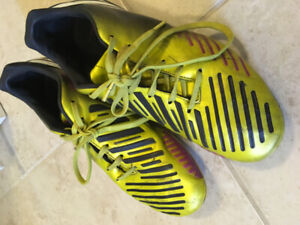 Youth Soccer cleats-size US5.5