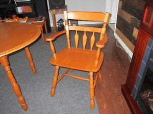 solid wood table and chairs Belleville Belleville Area image 3