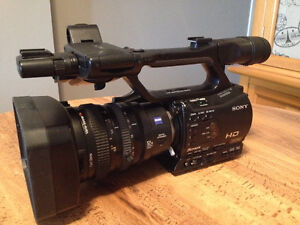 SONY Profesional Camcorders (HVR-Z7U)
