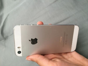 White iPhone 5s 16GB Locked to Fido