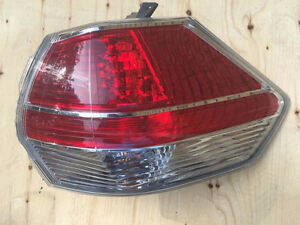 2015 NISSAN ROGUE RIGHT TAIL LIGHT OEM