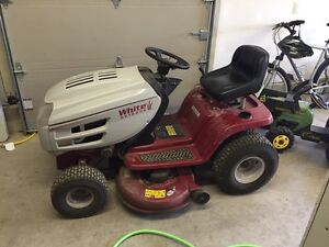 Lawn tractor - White 18hp