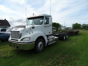 2007 Freightliner Columbia (Excellent condition)