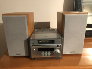 Sony Micro Hi Fi Radio and CD Player with two speakers