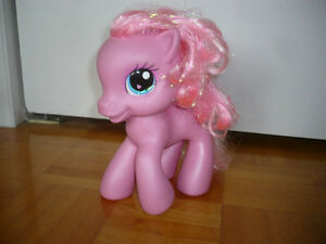 Grand poney rose, Little Poney
