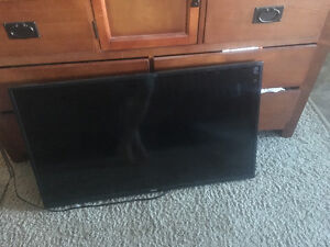 42' Haier TV w/ wall mount (90 new)