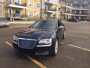 2011 Chrysler 300 limited edition (low kms)