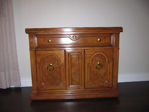 Thomas Ville Wood dining room set.   Moving must sell West Island Greater Montréal image 3