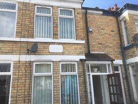 NEWLAND avenue two bedroom house £450 per month , high standard