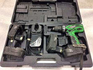 Perceuse sans-fil 18V HITACHI + 4 batteries   #F023111