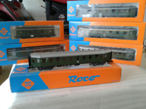 Model trains HO passenger cars. Here we have  6 Roco cars