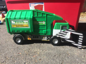 Large Tonka Garbage/recycling truck toy