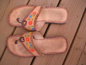 Mens sz 8 tooled leather flip flop thong sandals made in Mexico