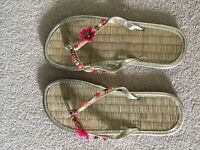 Women's size 6 Flip Flops