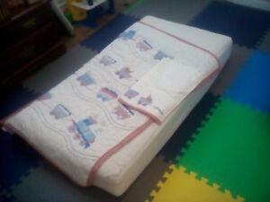 Organic crib mattress / mattress protector