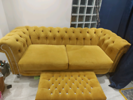 Mustard Chesterfield 3 +2 sifa a d 2 footstools