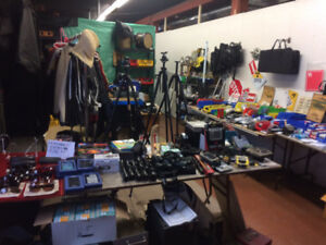 Studio Garage Sale heated inside rain/shine Binoculars see photo