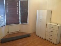 Massive double room- 8 mins to walthamstow central