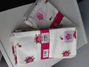 BRAND NEW ROYAL ALBERT NAPKIN SET Barrack Heights Shellharbour Area Preview