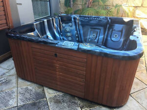 JADAN 5/6 SEATER SPA IN EXCELLENT CONDITION MD