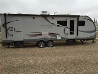 2013 Viewfinder Signature - Great for Family, Half-ton Towable