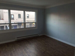 SEPT 1 - 2bed w/PRIVATE LAUNDRY + PARKING CLOSE TO DOWNTOWN