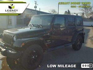 2015 Jeep Wrangler Unlimited SAHARA 4X4  - one owner - local - t