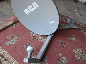 SMALL SATELLITE DISH WITH LNB AND MOUNTING BRACKET