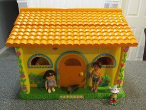 Maison Dora sonore meublé inclus Dora sa maman le chien Babouche