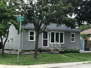 Cozy Renovated Bungalow in the heart of Port Dover