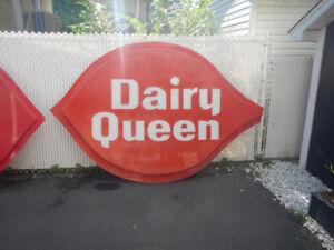 Pancarte de Dairy Queen 9 x 6 Pieds A Voir