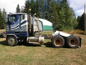 REDUCED .......1980 FORD CL9000 Cabover COE semi truck tractor . Regina Regina Area image 10